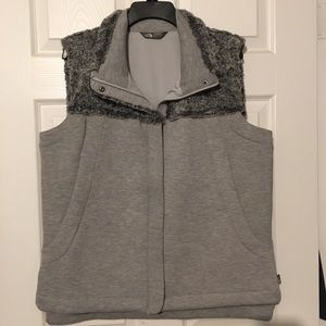 Women's North face vest XL